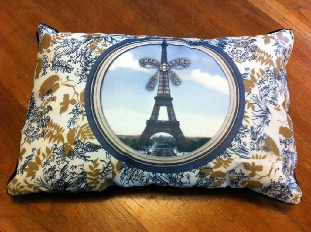 Très belle réalisation d'une cliente : coussin confectionné avec notre toile textile imprimée !