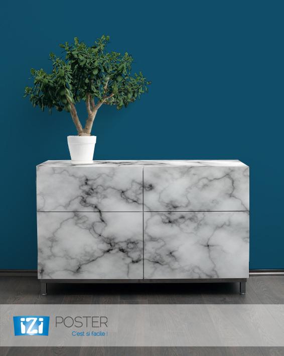 relooker vos meubles avec l'adhésif marbre